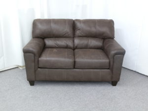 22930 Loveseat