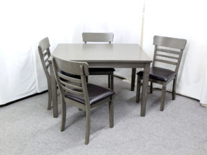 22957 22958 - Table & Chairs