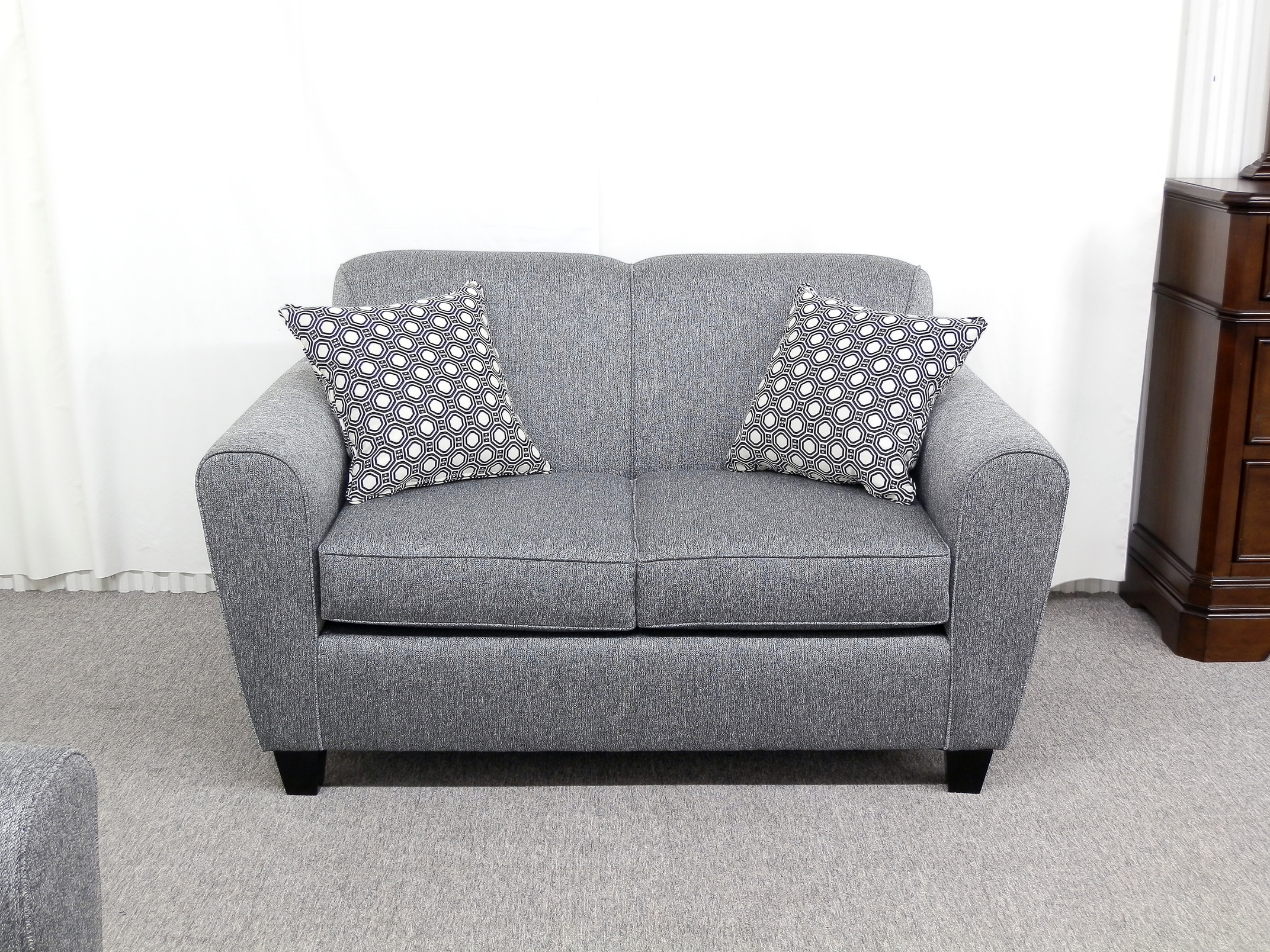 23068 – Loveseat