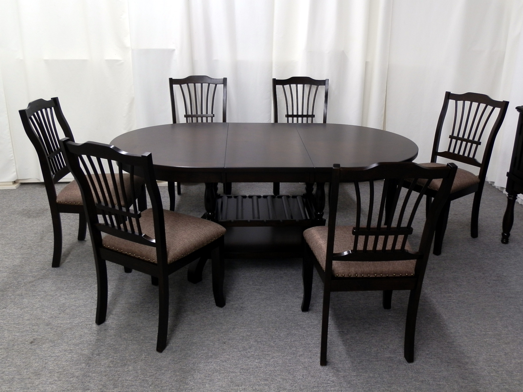 23251 – Table & 6 Chairs
