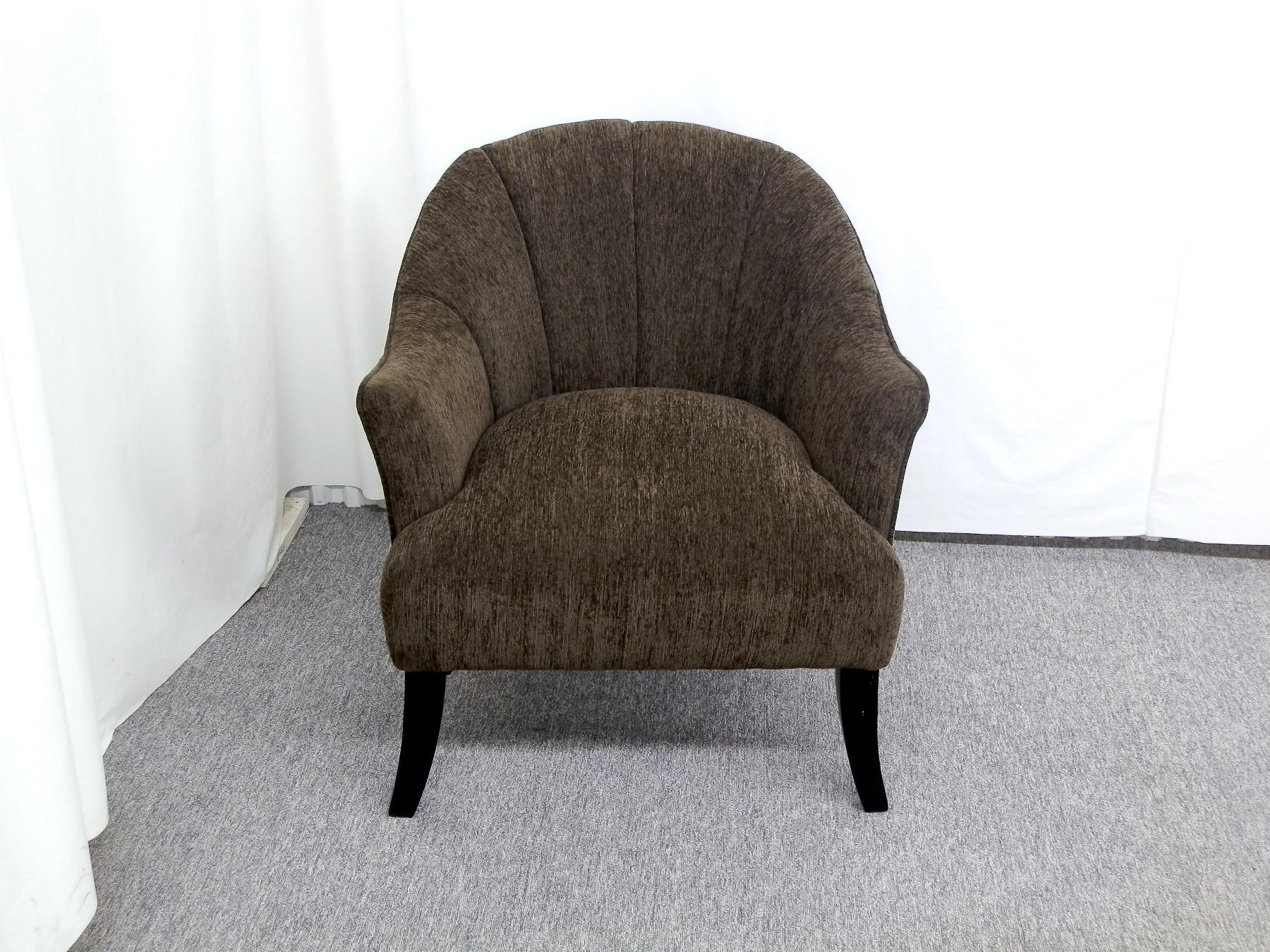 23279 – Chair – CA-EUDG1543