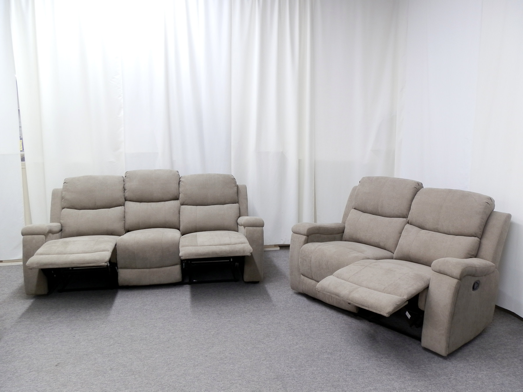 23571 – Reclining Sofa and Loveseat – PR-HEL – Open
