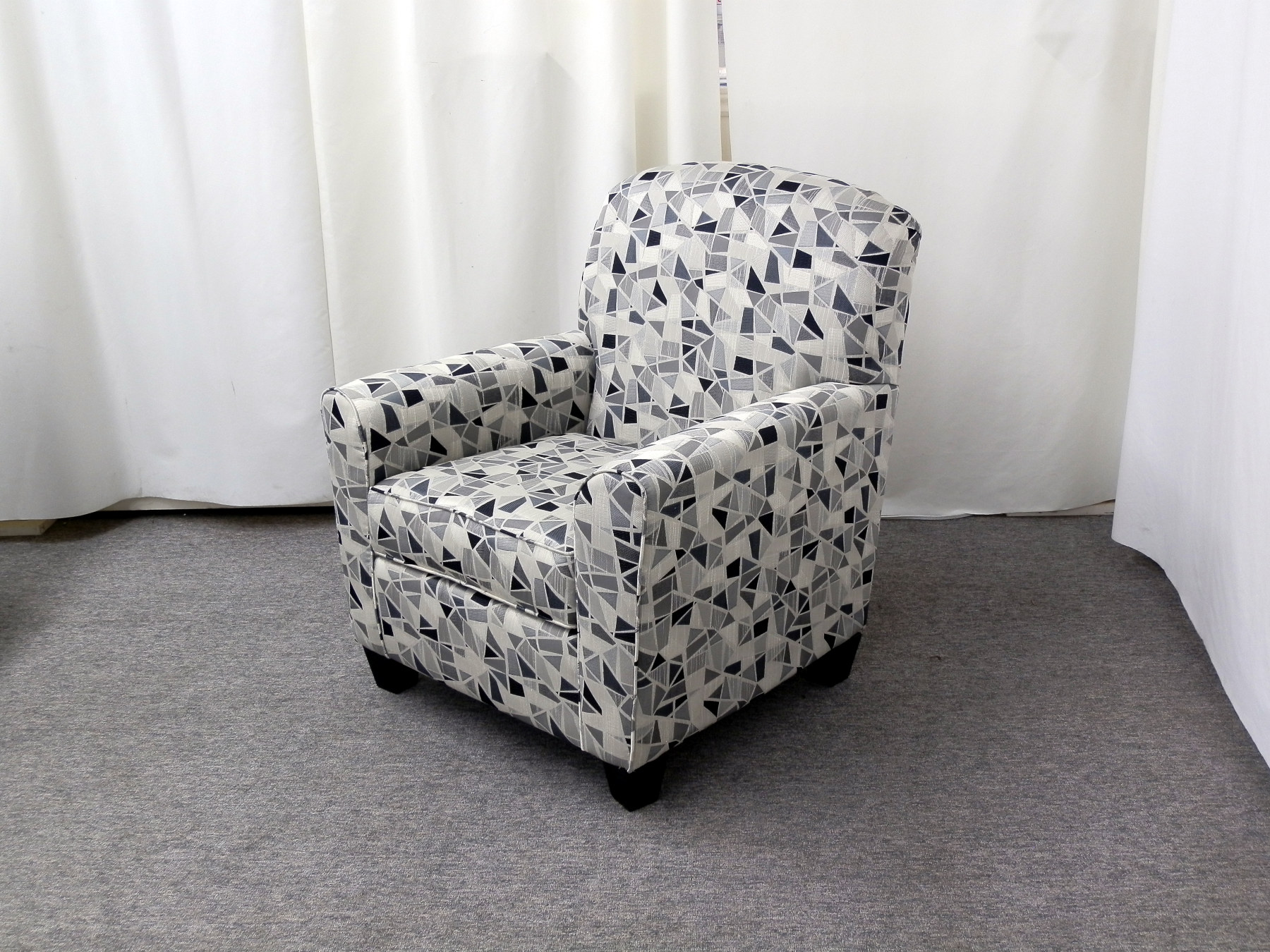 23646 – Accent Chair – AU-420-1727P – Angle